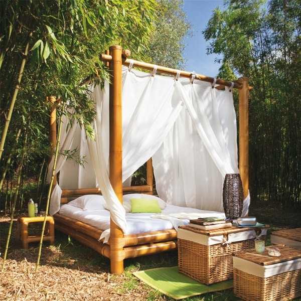 M00072717AA Outdoor Beds Are Great For Relax During The Summer