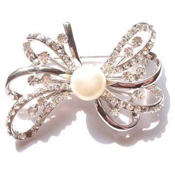 Pearl-Brooches-VIBRH046- Elegant And Unique Designs Of Brooches