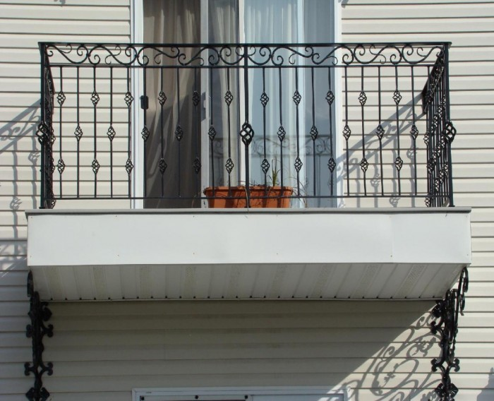 Spiral-Wrought-Iron-Balcony-Railings 60+ Best Railings Designs for a Catchier Balcony