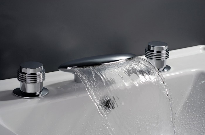 Waterfall-Bathtub-Faucet-Y-8017- 32 Creative Sink Faucets In Contemporary And Modern Designs