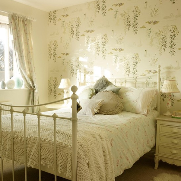 beautiful-bedroom-design-with-floral-wallpaper Tips On Choosing Wallpaper For Your Bedroom