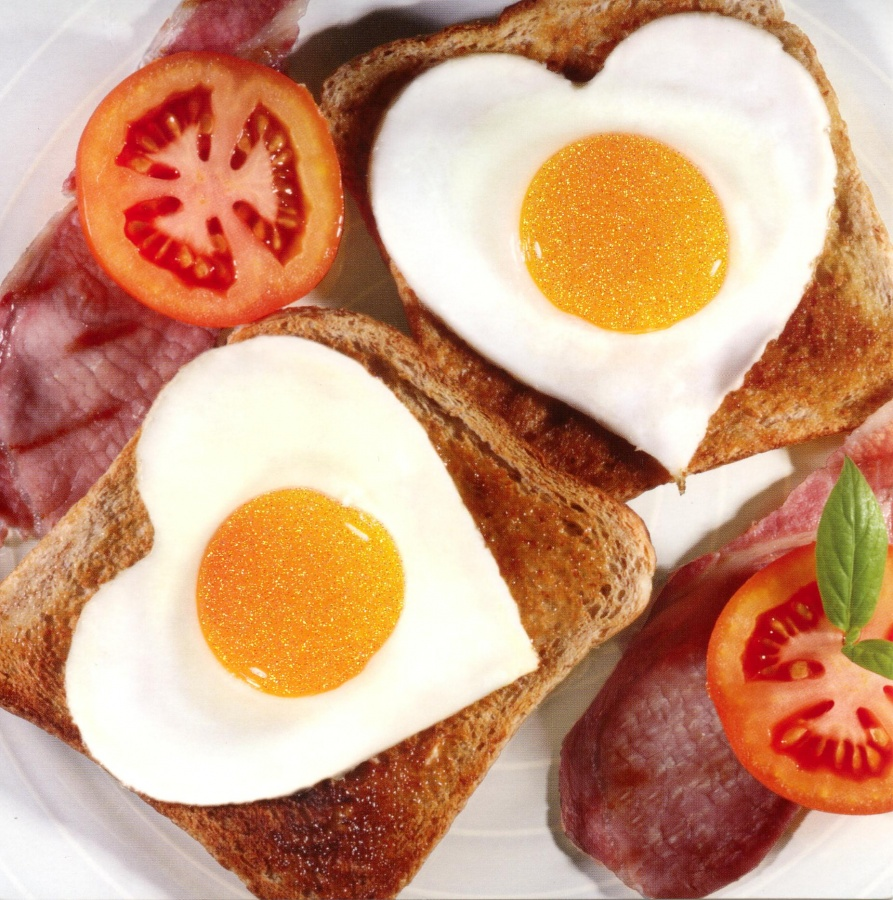 breakfast-heart-eggs 15 Ways You Should Know to Start Eating Healthy
