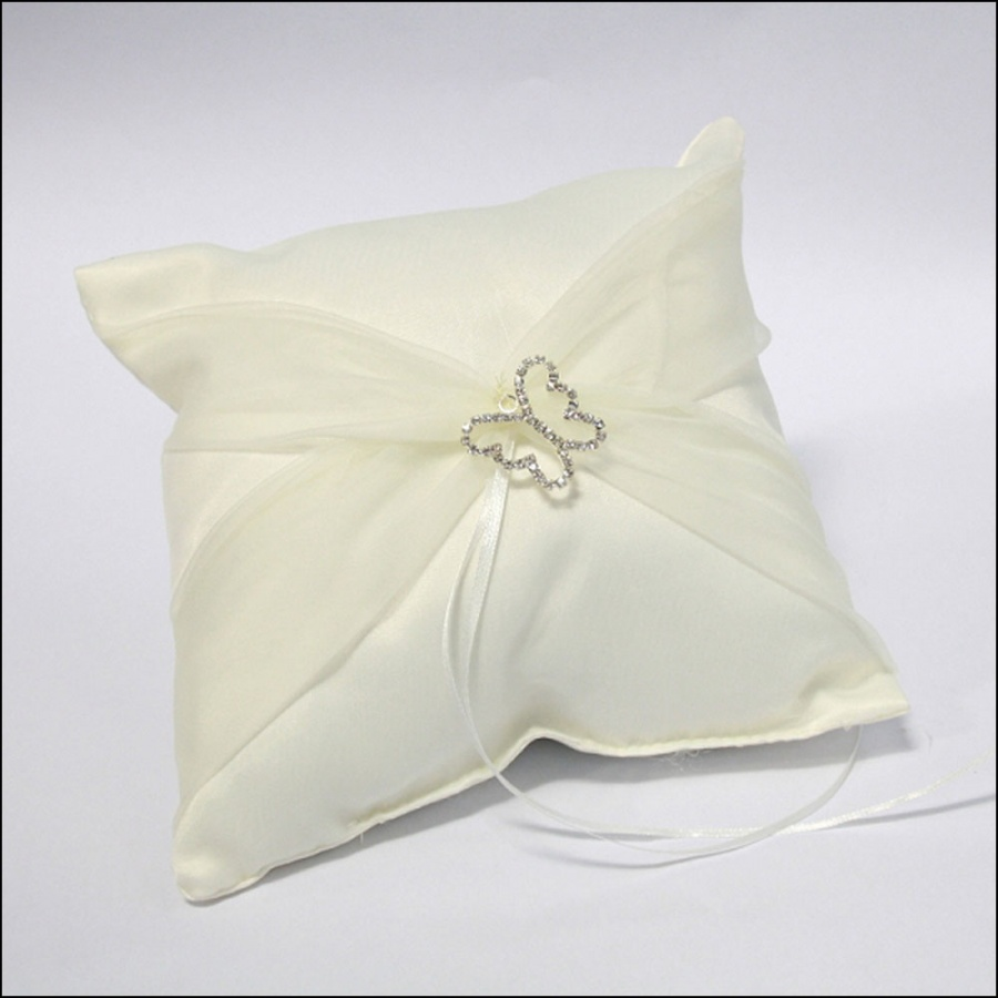 butterfly-ring-pillow-ivory 10 Inexpensive and Fabulous Spring Gift Ideas