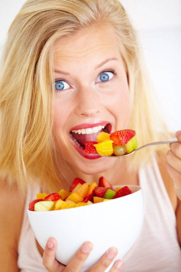 chewing-blonde-fruit-bowl 15 Ways You Should Know to Start Eating Healthy