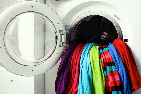 colorful-laundry-ccflcr-suzettesuzette 4 Natural Materials Prevent Fabrics From Fading And Keep The Colors Bright