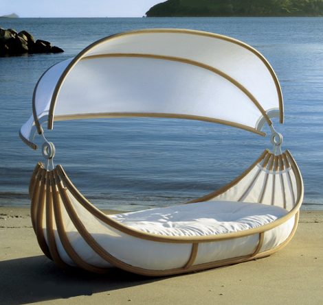 design-mobel-outdoor-canopy-beds Outdoor Beds Are Great For Relax During The Summer