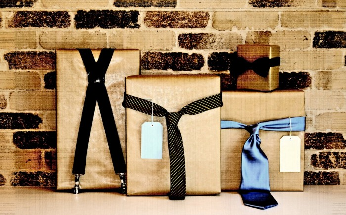 fathers-day-gift-wrapping-idea 35 Creative and Simple Gift Wrapping Ideas