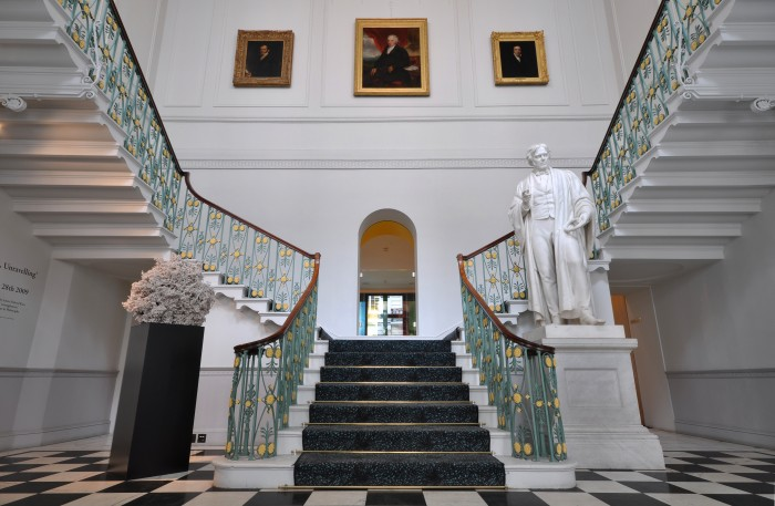grand_staircase_1 Make Your Home Look Like a Palace
