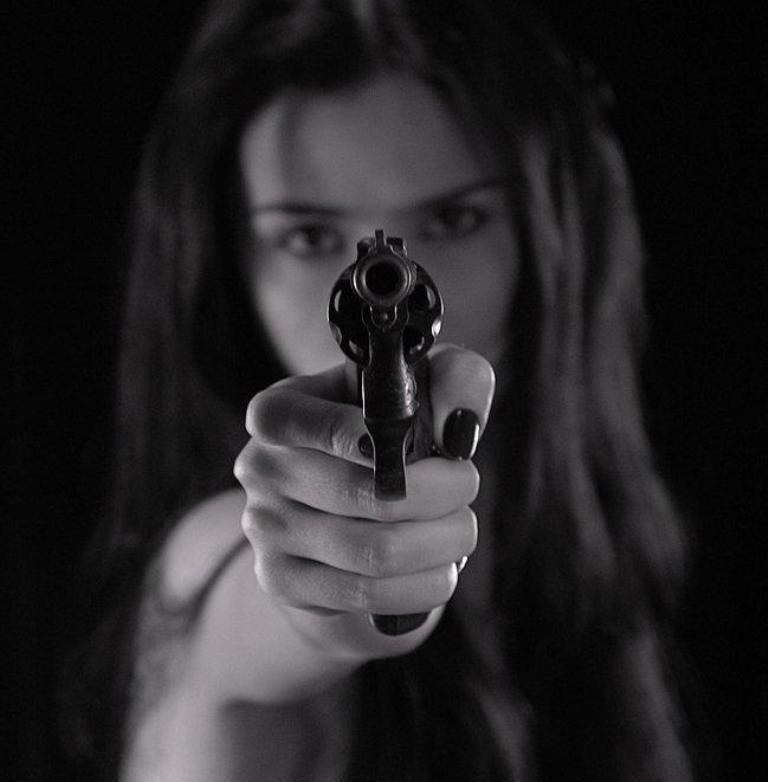 gunnnnnnnn Do You Know How to Protect Yourself? Self-Defense for Women