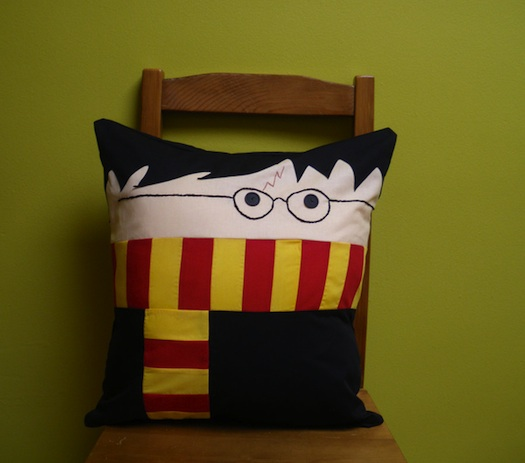 harrypotterpillow_1 21 Unique And Cute Pillows Designs