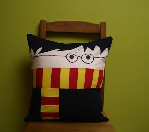 harrypotterpillow_1 21 Unique And Cute Pillows Designs