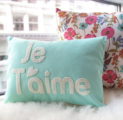 honey-pie-design-cute-pillow 21 Unique And Cute Pillows Designs