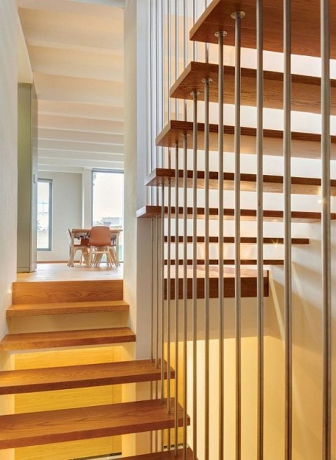 modern-home-stunning-casa-valna-contemporary-house-retreats-beautiful-wooden-staircase-design-ideas-480x657 Turn Your Old Staircase into a Decorative Piece