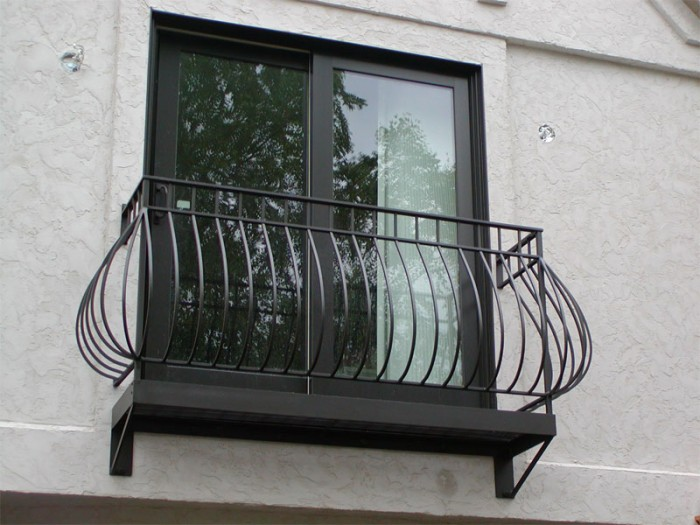 modern-iron-railing-balcony-design-ideas 60+ Best Railings Designs for a Catchier Balcony