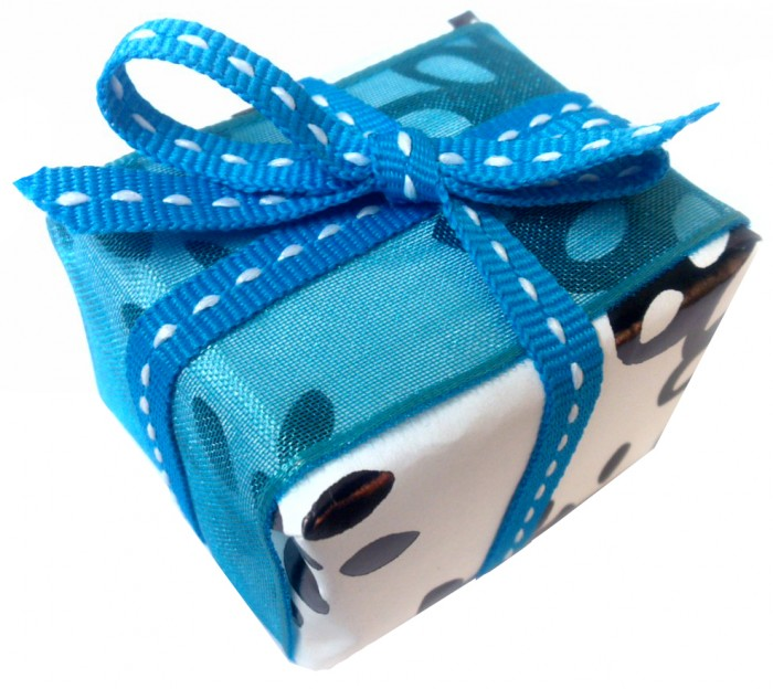 new-gift-wrap-paper-gift 35 Creative and Simple Gift Wrapping Ideas
