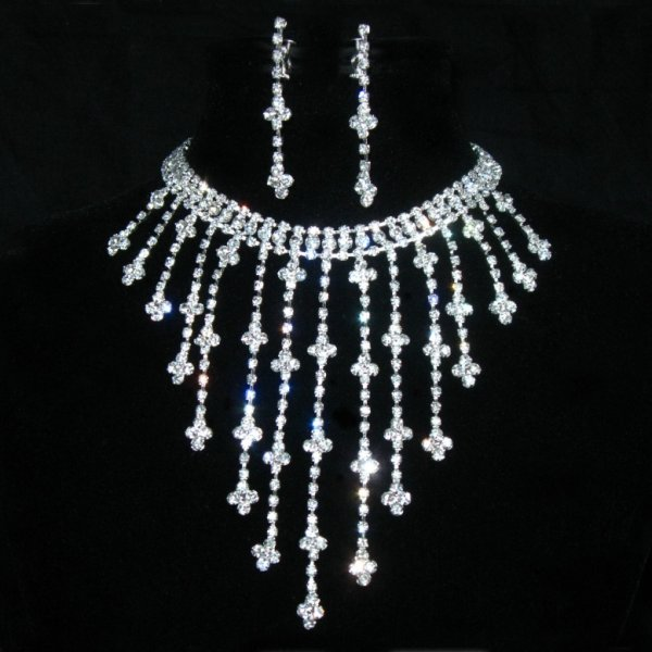 new_bridal_jewelry_sets_2013-1 An Elegant Collection Of Wedding Jewelry Sets
