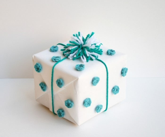 one-sheepish-girl-crochet-polka-dot-gift-wrap-3 35 Creative and Simple Gift Wrapping Ideas