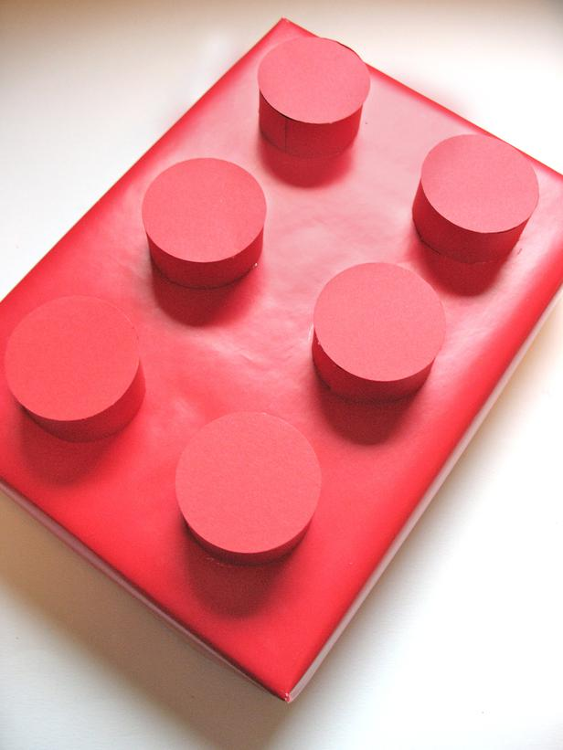 original_denise-sharp-studio-lego-gift-wrapping_s3x4_lg 35 Creative and Simple Gift Wrapping Ideas