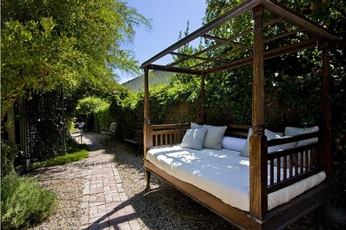 outdoor-bed-5 Outdoor Beds Are Great For Relax During The Summer