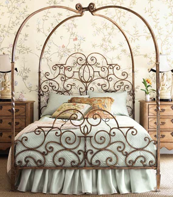 romantic-and-luxurious-canopy-bed-design Luxury Designs For Beds Made Of Metal