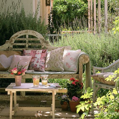rustic-garden-2 13 Impressive Rustic Garden Style With Its Attractive Elements