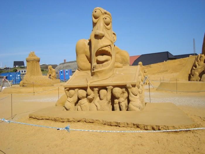 sand-art11 30 Stunning Installations Made Of Sand Beach