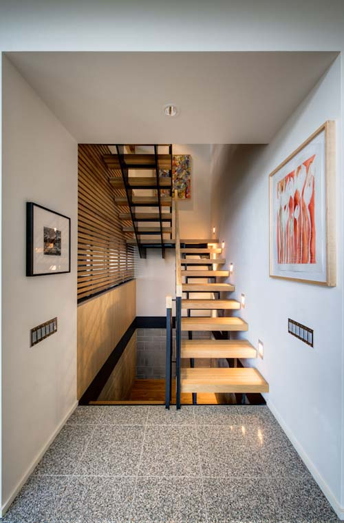 stair-design-city-view-residence-austin Turn Your Old Staircase into a Decorative Piece