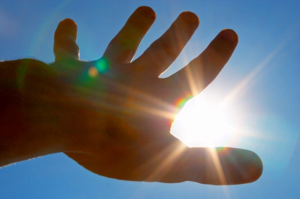 stay-away-from-sun 5 Tips On How To Stay Cool In The Warm Weather