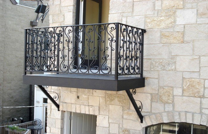 steel-balcony-platform-forged-steel-parisian-hammered-railing-chicago 60+ Best Railings Designs for a Catchier Balcony