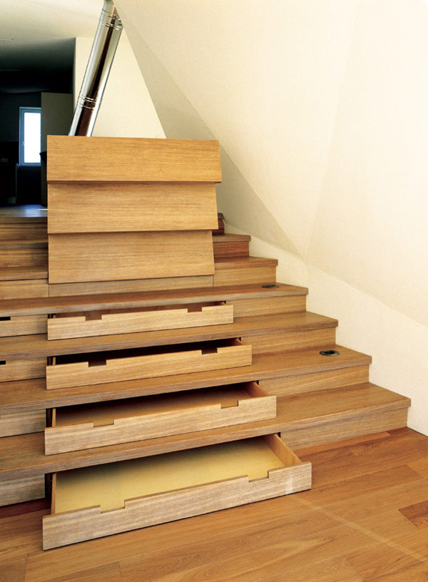 storage-space-stairs-19 Turn Your Old Staircase into a Decorative Piece