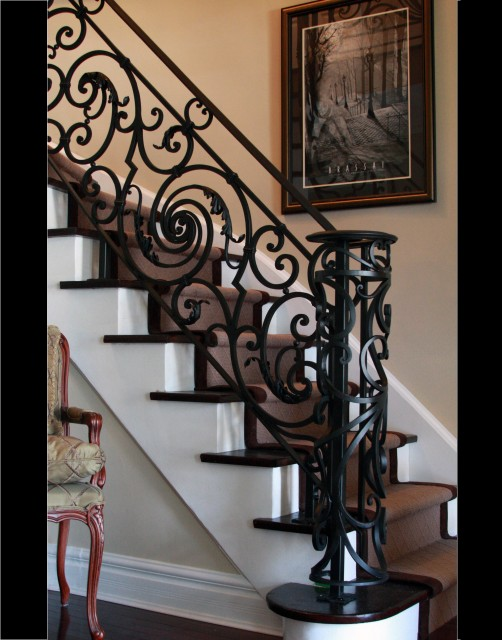 traditional-staircase Decorate Your Staircase Using These Amazing Railings