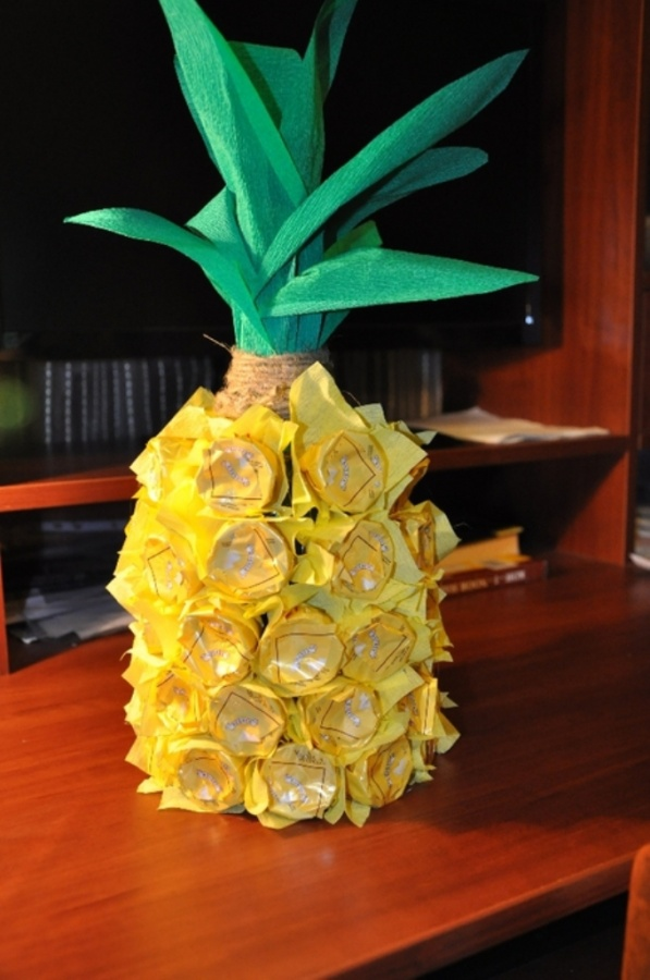 unique-gift-wrapping-ideas-wine-bottle-pineapple-chocolates-glue 35 Creative and Simple Gift Wrapping Ideas
