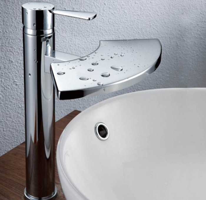 waterfall-sink-faucets-for-ultra-luxury-bathroom-design 32 Creative Sink Faucets In Contemporary And Modern Designs
