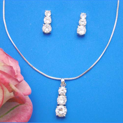 wedding-necklaces-2010071010 An Elegant Collection Of Wedding Jewelry Sets