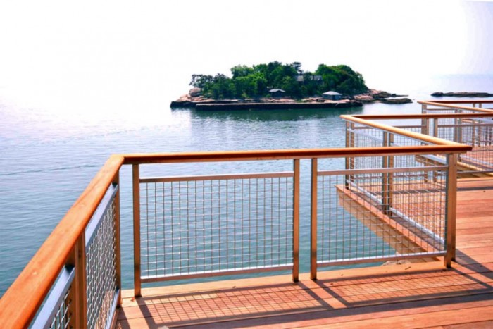 wire_mesh_deck_railing_1_1344874639 60+ Best Railings Designs for a Catchier Balcony