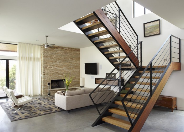 wooden-staircase-design-with-railings-made-of-iron-black-colored Decorate Your Staircase Using These Amazing Railings