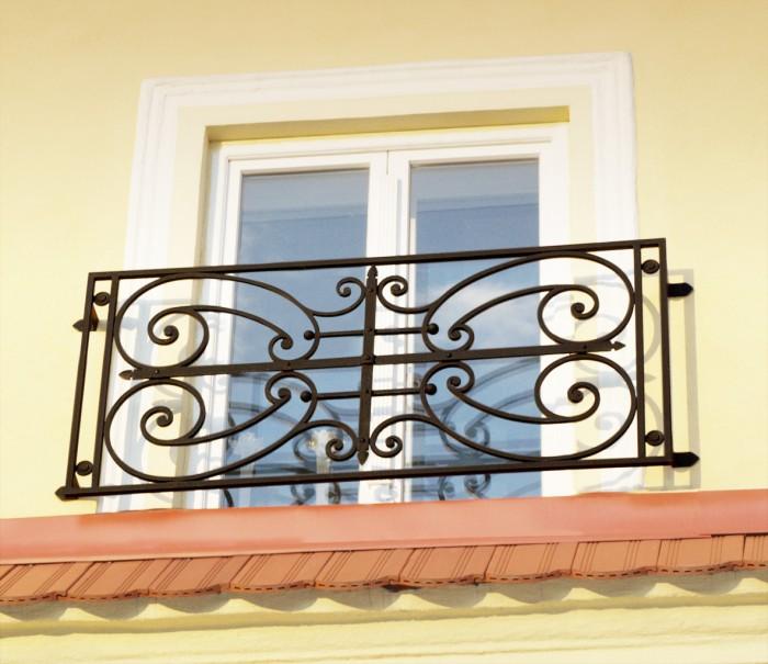 zamok_004_copy__63421.1360908673.1280.1280 60+ Best Railings Designs for a Catchier Balcony