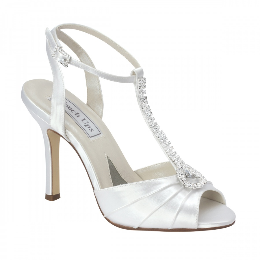 035047 A Breathtaking Collection of White Bridal Shoes for Your Wedding Day