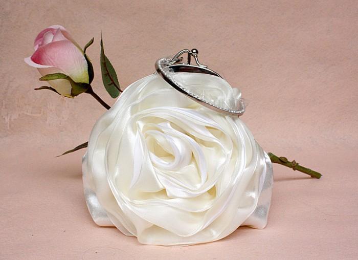 11d5c2b86fc0bda8c45644143f9830ba 50 Fabulous & Elegant Evening Handbags and Purses