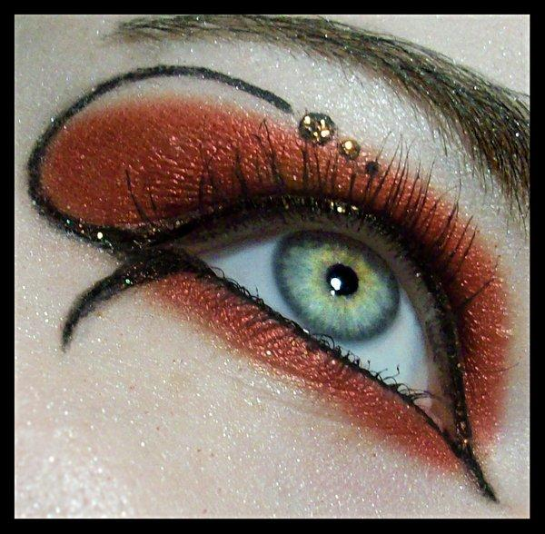 13537xitefun-creative-amazing-eye-makeup-02 Get a Magnificent & Catchy Eye Make-up Following These 6 Easy Steps