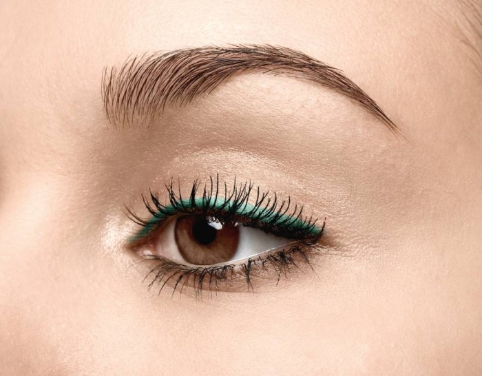 14001595-147702546-STEP-1 Get a Magnificent & Catchy Eye Make-up Following These 6 Easy Steps