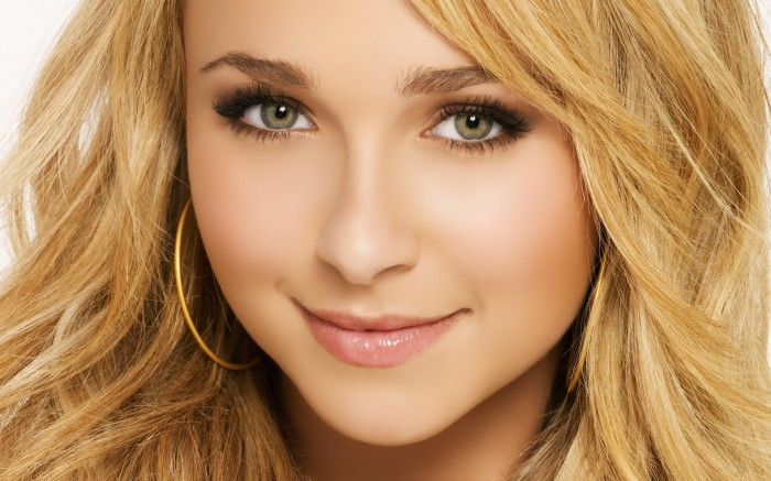 1920x1200-11012-hayden-panettiere-blonde-face-makeup-eyes-close-up-0330 Follow These 5 Easy Steps to Apply Foundation and Powder on Your Own