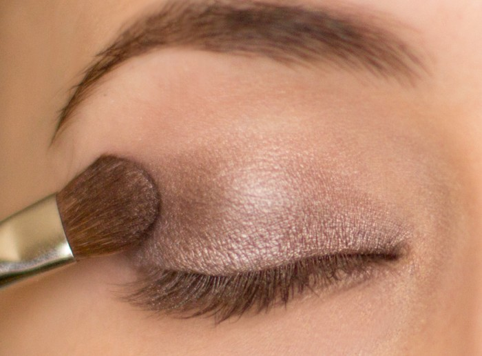 2 Get a Magnificent & Catchy Eye Make-up Following These 6 Easy Steps