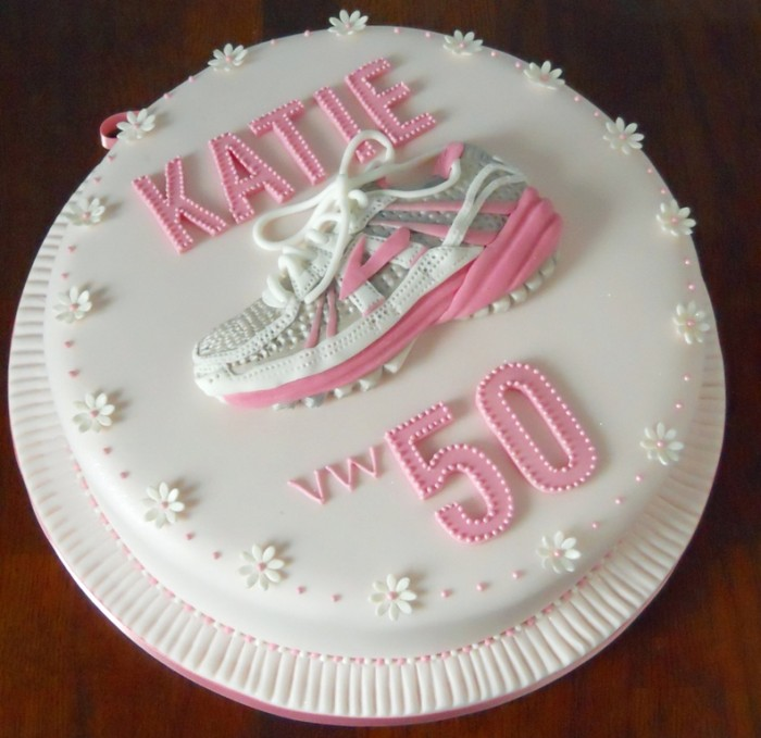 50th_running_shoe_trainer_birthday_cake_full 60 Mouth-Watering & Stunning Happy Birthday Cakes for You