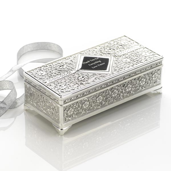 600x1000_fitbox-antique_jewellery_box_a 48+ Best Christmas Gift Ideas for Your Wife