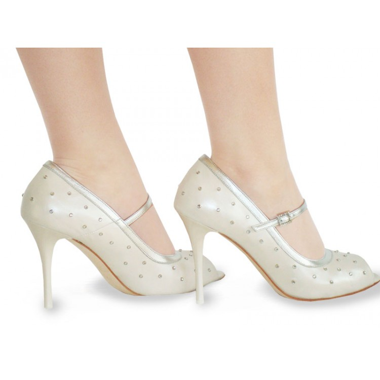 DSC00629-750x7502 A Breathtaking Collection of White Bridal Shoes for Your Wedding Day