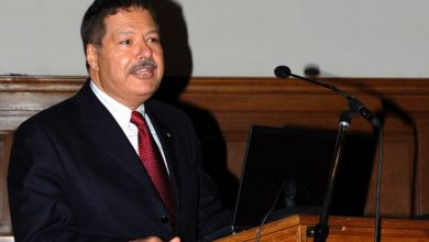 Photo of The Egyptian Scientist Ahmed Zewail Has A Cancerous Tumor In The Spinal Cord.