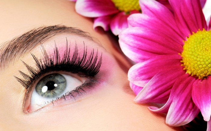 Eye-Makeup-Art-With-Flower Get a Magnificent & Catchy Eye Make-up Following These 6 Easy Steps