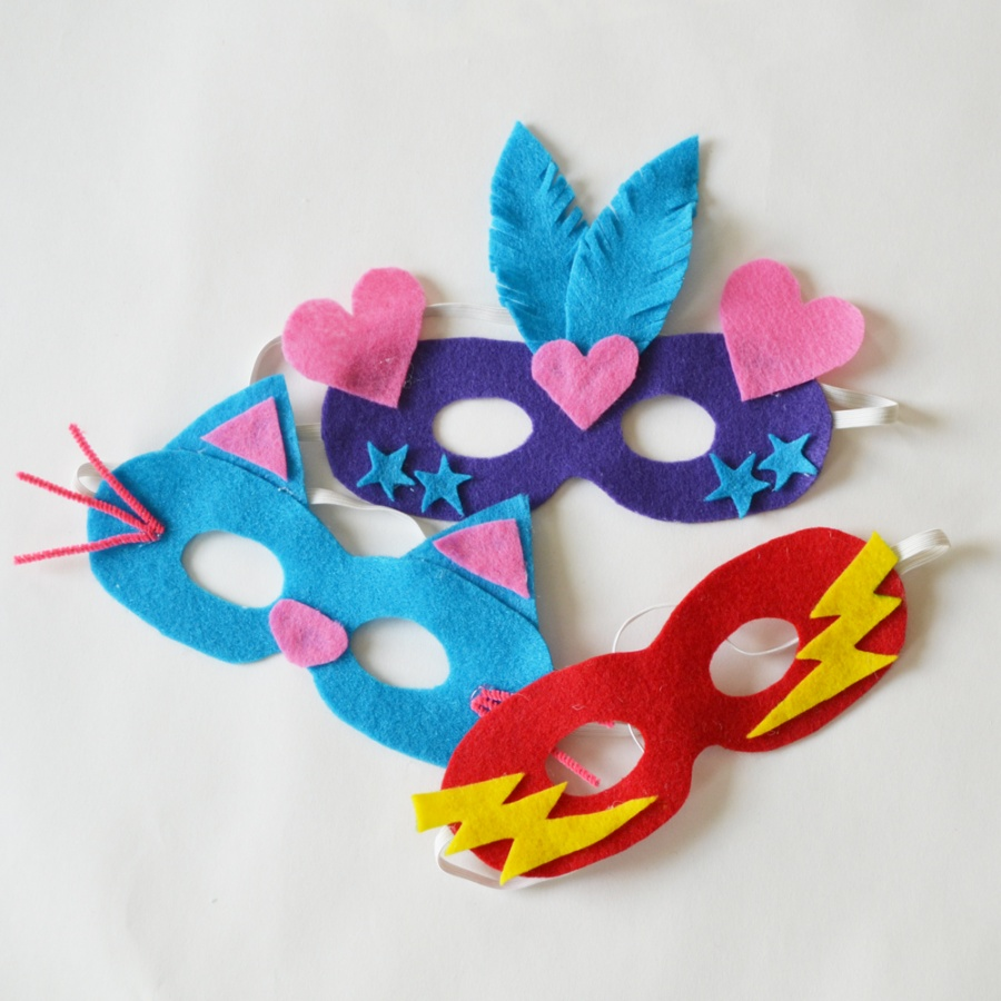 Felt-Dress-Up-Masks-The-DIY-Mommy-2 10 Fabulous Homemade Gifts for Your Mom