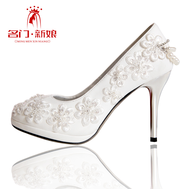 Free-shiping-Urged-bride-wedding-shoes-new-arrival-2013-handmade-beaded-wedding-shoes-white-wedding-shoes A Breathtaking Collection of White Bridal Shoes for Your Wedding Day